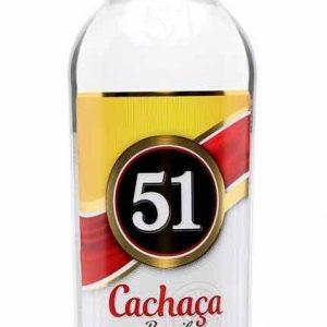 Una bottiglia di CACHACA 51 BRAZIL 100 CL- COMPANHIA MÜLLER DE BEBIDAS