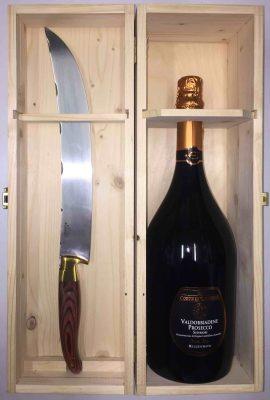 una bottiglia di PROSECCO VALDOBBIADENE MAGNUM CORTE DI CASTELLO